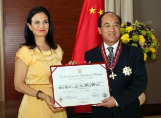 Gobierno condecoró a encargado de negocios de la Embajada de la República Popular China