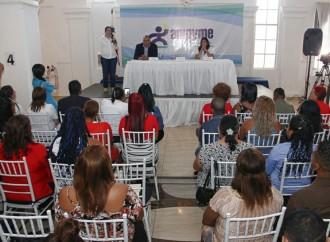 """Buhoneros de Colónreciben Capital Semilla y muestran sus productos en feria """"Expo Idea"""""""