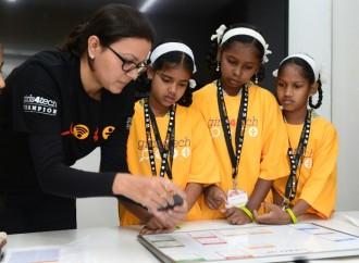 Mastercard se compromete a ofrecer oportunidades de educación STEM a 200,000 niñas