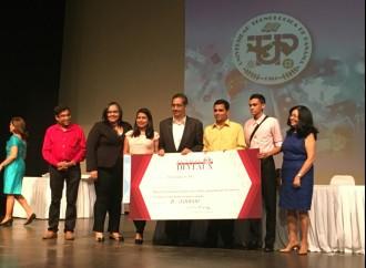 Tres grupos ganadores de la JIC recibieron premio de la Fundación Deveaux
