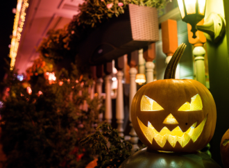 Iluminación tenebrosa para decorar este Halloween