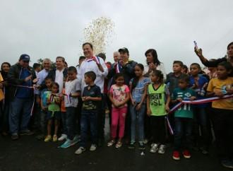 Presidente Varela entrega carretera, sanciona ley de nuevos corregimientos e inaugura nueva sede del BNP