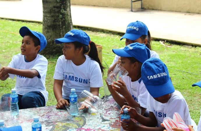 Samsung continúa impulsando el Mes Global del Voluntariado con la limpieza de playa