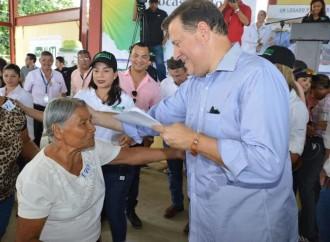 Varela entregó con la ANATI más de mil títulos de propiedad en Bocas del Toro