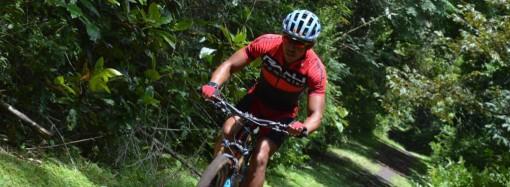 Billy Gordón se entrena en Panamá Pacífico para el Mundial Xterra en Maui 2017