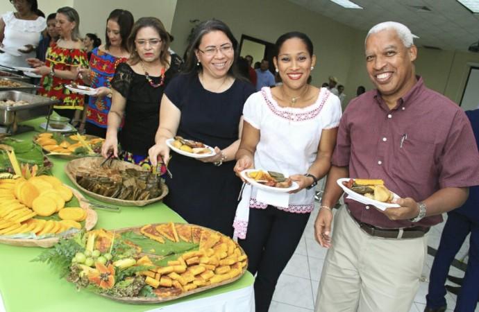 AMPYME celebra festividades patrias con exquisitos platillos típicos