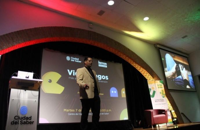 FCdS realiza conferencia Videojuegos: más allá de lo virtual y la diversión