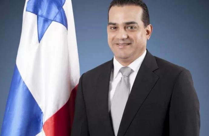 Ministro Carles presentará al Ejecutivo el próximo martes 26 recomendaciones sobre la nueva tasa de salario mínimo