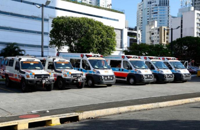 Ministro Carlos Rubio participa en entrega de 6 Ambulancias nuevas a SUME 911
