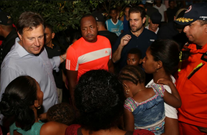 Presidente Varela recorre áreas afectadas por lluvias en Colón