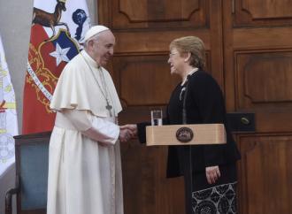 """Presidenta Bachelet con el Papa Francisco: """"No olvidamos a la Iglesia comprometida con los DD.HH, con las libertades públicas, con los derechos sociales"""""""
