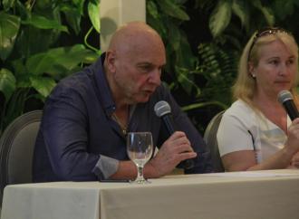 Massimo Chiaro, autor italiano presenta su libro en Panamá