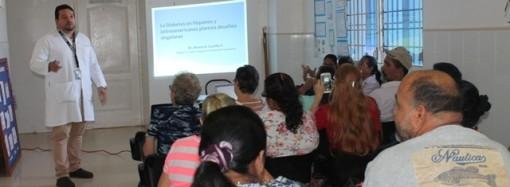 Colaboradores de policlínica en La Chorrera dictan charla a pacientes de Clínica de Diabetes