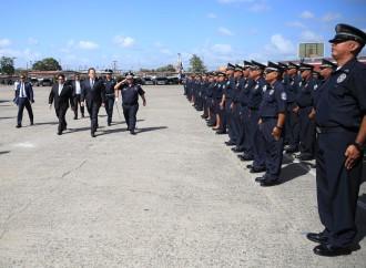 Varela pide a uniformados seguir desarrollándose con dedicación y empeño