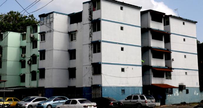 39 edificios en Río Abajo recibirán mantenimiento de fachadas y techos