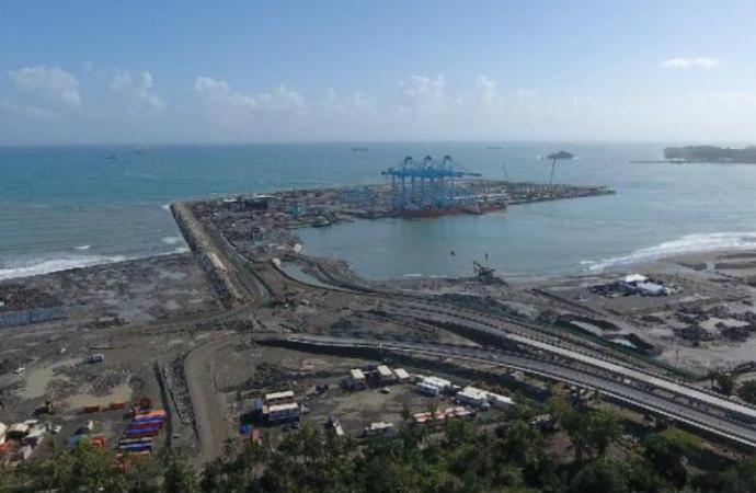 Costa Rica fortalece actividad portuaria con megagrúas de laTerminal de Contenedores de Moín