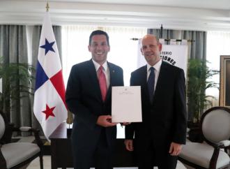 Vicecanciller Hincapié recibe copias de Cartas Credenciales del nuevo Embajador de Colombia en Panamá