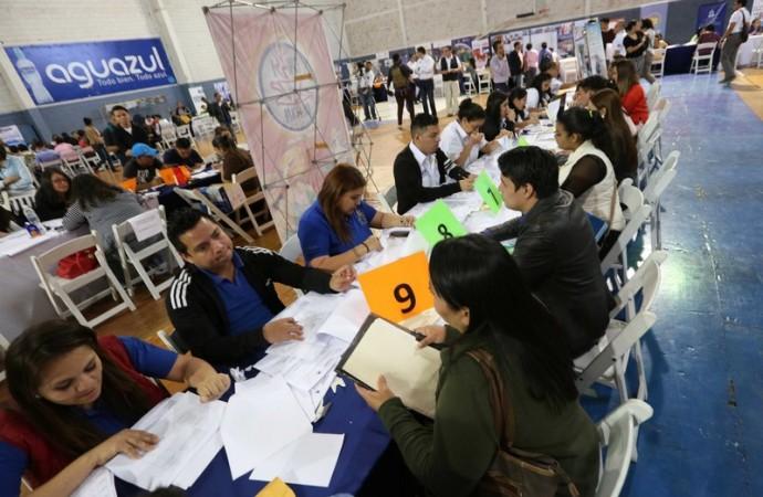 Más de 1,200 hondureños obtienen plazas a través de Feria de Empleo