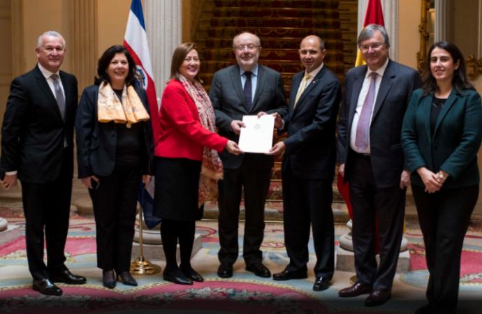 Costa Rica formaliza ante España intercambio de notas para reconocimiento de licencias de conducir