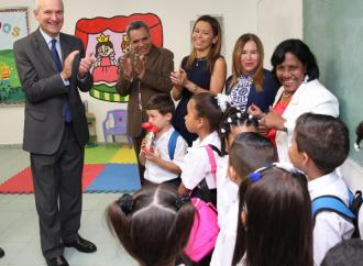 Ministro Alemán insta a estudiantes a educarse para el éxito en el futuro