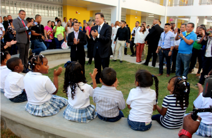 Presidente Varela inaugura primer centro de educación oficial bilingüe en Panamá