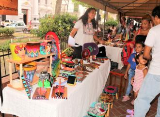 """""""Exposición Espacio Mujer"""", en la Plaza Catedral del Casco Antiguo"""