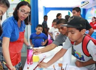 """La SENACYT recibe el reconocimiento como la mejor """"Exposición Educativa"""" en la Feria Internacional de San José de David"""