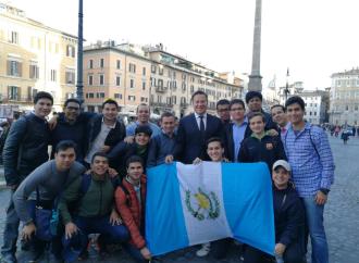 Presidente comparte con jóvenes que participan en Univ Forum 2018 y les reitera invitación a la JMJ en Panamá