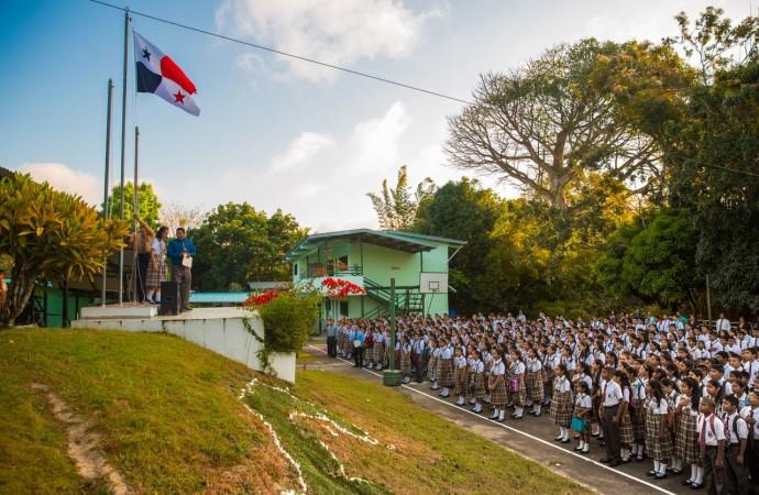 Autoridades del MITRADEL participan de actos de inicio de clases en el Instituto Carmen Conte Lombardo