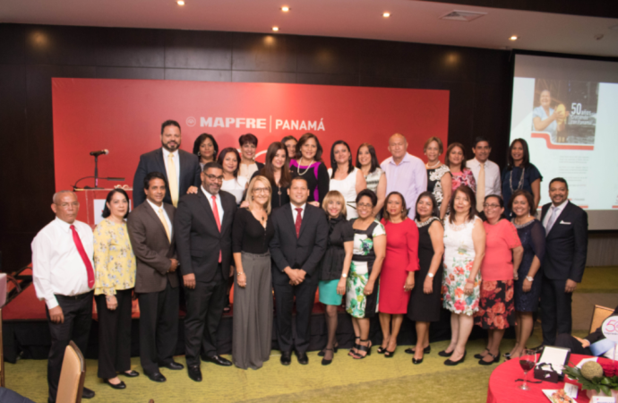 MAPFRE Panamá reconoce mérito de Colaboradores con mayor antigüedad, en el marco de sus 50 años en el país