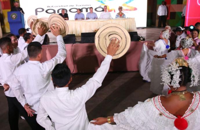 Mandatario resalta compromiso con sector agropecuario al inaugurar Feria Internacional de Azuero