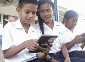 Proyecto Aula Digital de Profuturo beneficia a más de 18 mil estudiantes en Panamá