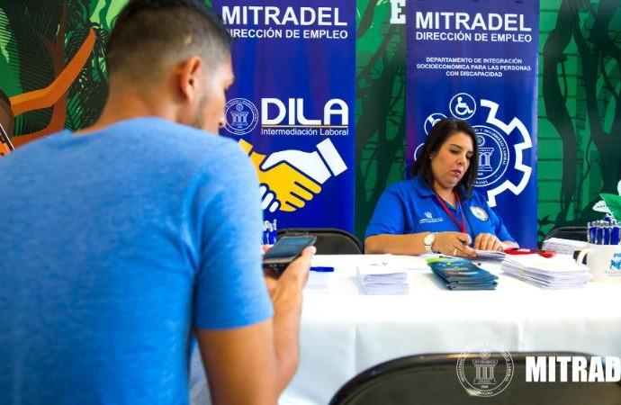 MITRADEL instruye a trabajadores y empleadores con las Clínicas Laborales