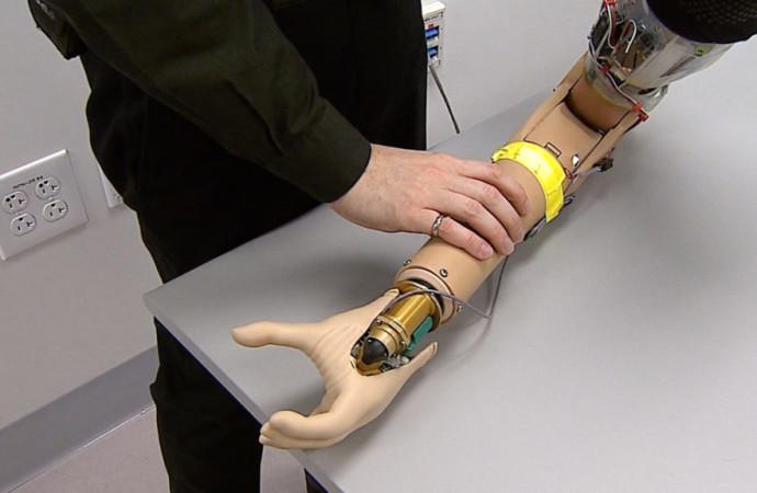 El brazo protésico biónico restaura la sensación del veterano marino
