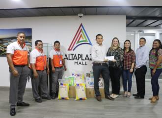 AltaPlaza Mall entregó donación a la Escuela Guillermo Patterson