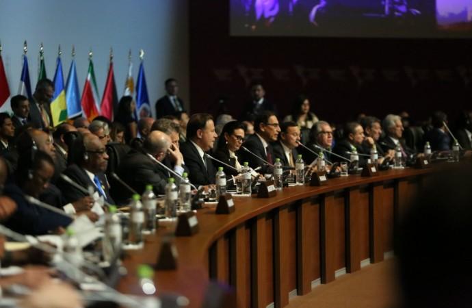 """Panamá acoge el """"Compromiso de Lima"""" para combatir la corrupción"""
