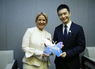Primera Dama y Embajador de Buena Voluntad de China exhortan a jóvenes a sumarse a la prevención del VIH/Sida y al movimiento Cero Discriminación