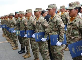 Estamentos de seguridad están en permanente depuración, presidente Varela