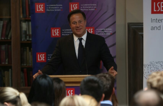 Presidente Varela dicta conferencia sobre la transparencia en London School of Economics