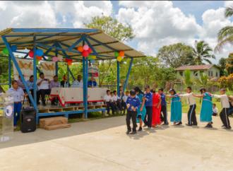 Chiquita dona comedor para 330 estudiantes de la escuela de Barranco Medio en Bocas del Toro