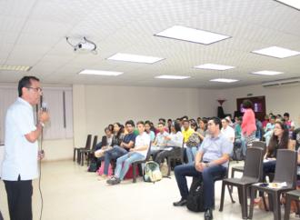 """Investigadores de la Universidad de Panamá exponen los resultados de sus investigaciones sobre""""Ciencias de la Tierra""""en los Cafés Científicos de la SENACYT"""