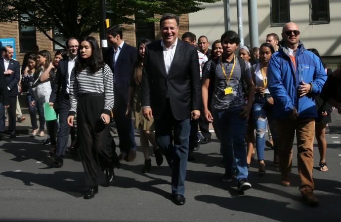 Presidente Varela visita a estudiantes del programa Panamá Bilingüe en el Reino Unido