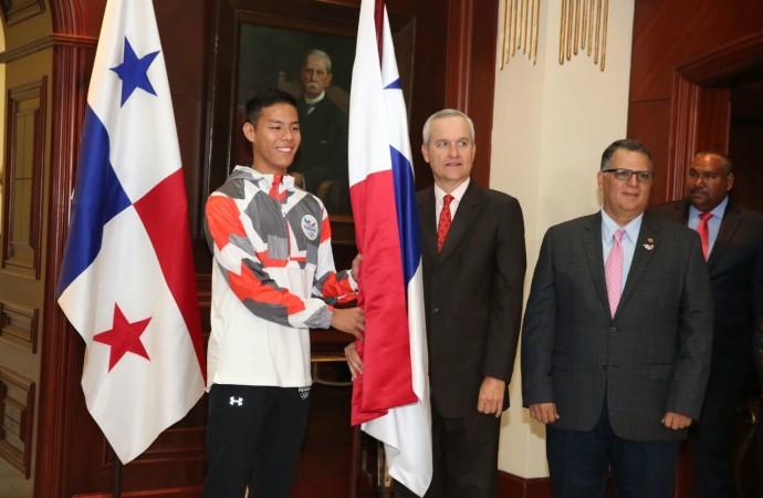 Ministro Alemán entrega Pabellón Nacional a atletas que representarán a Panamá en Juegos Suramericanos