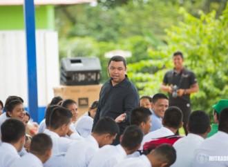 Más de 1,600 estudiantes en Panamá Oeste recibieron orientación vocacional con el POVE