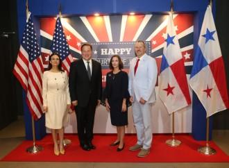 Presidente Varela resalta logros de relación bilateral con Estados Unidos y les felicita en sus 242 años de Independencia