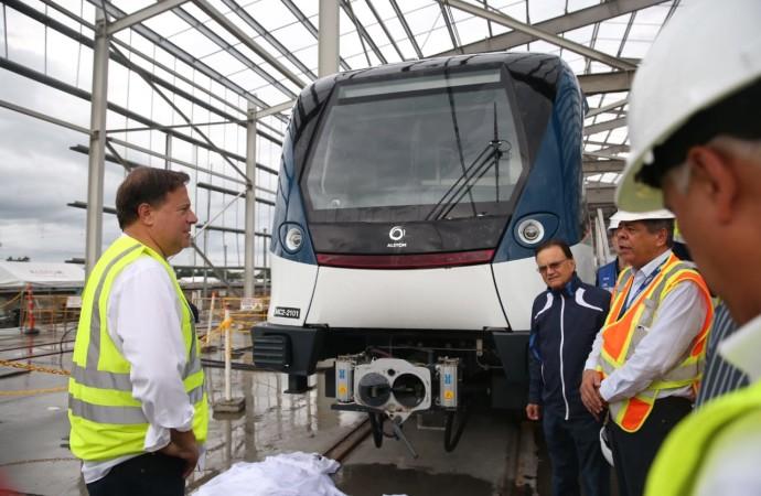 Presidente Varela recorre estaciones del proyecto Línea 2 del Metro que tiene 80% de avance físico