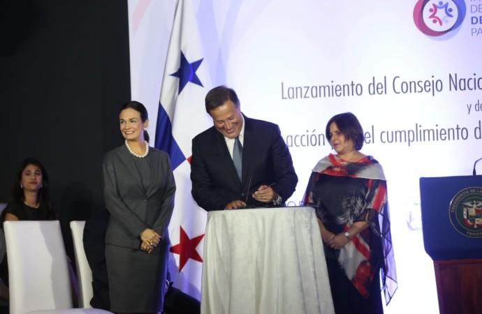 Presidente Varela firma histórica reglamentación que impulsa la paridad de género en Panamá