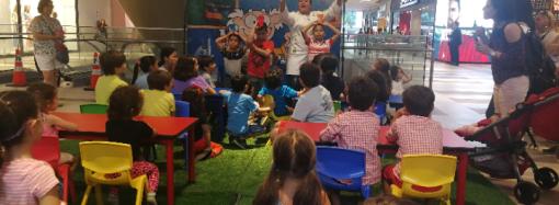 Grandes y chicos disfrutaron un fascinante taller sobre reacciones químicas