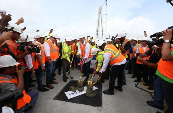 Presidente Varela participa de último vaciado de concreto en la construcción del tercer puente sobre el Canal que contribuirá a incrementar el turismo en el Atlántico