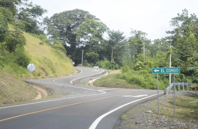Presidente Varela entrega nueva carretera a comunidades que esperaron 40 años